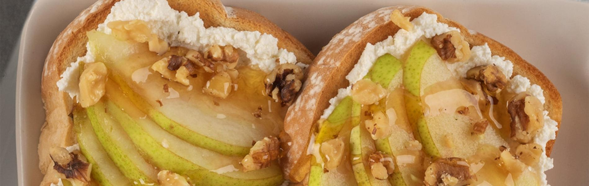 Toast with ricotta, sliced pears, walnuts and a drizzle of honey