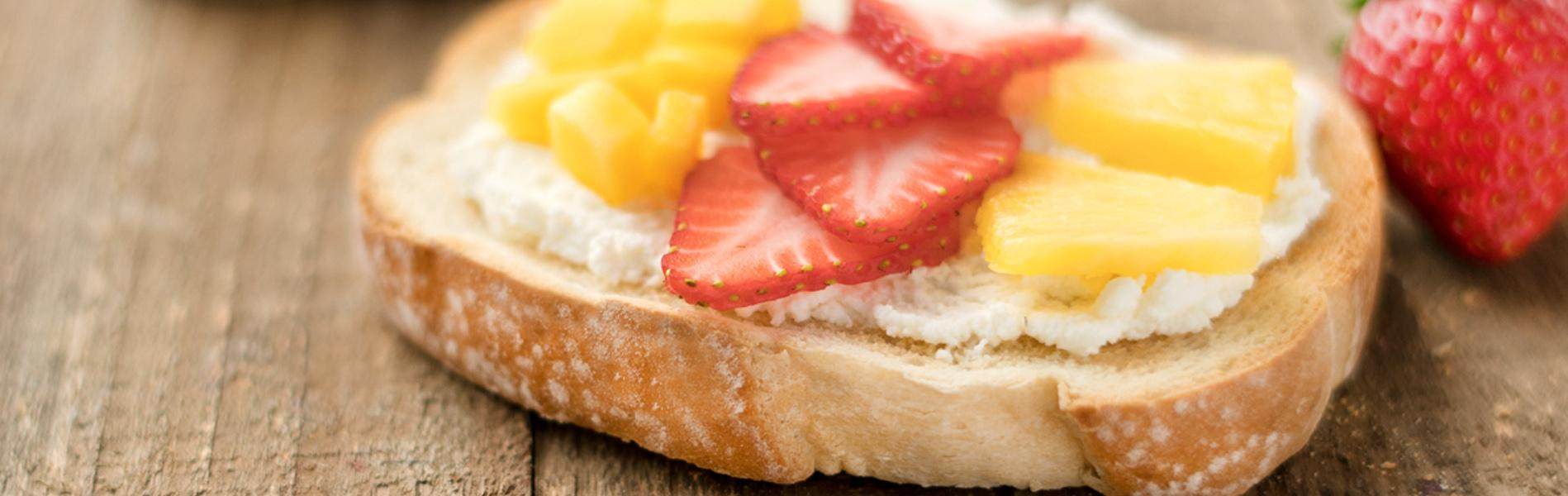 Ricotta cheese and fruit on toast